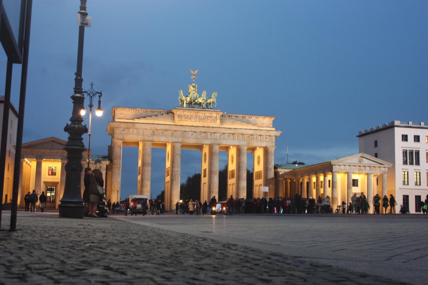 Inicio visita gratis por Berlín en la Puerta de Brandemburgo